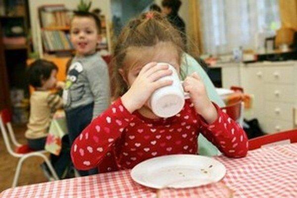 Deti navštevujú dvanásť škôlok na území mesta, deväť je mestských, ďalšie dve fungujú spolu s mestskými školami a jedna je súkromná.