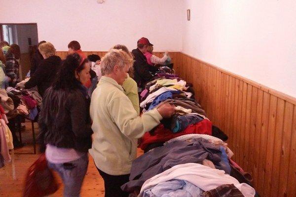 Oblečenie, ktoré zostalo, odovzdali ho neziskovej organizácii pre pomoc ľuďom v núdzi.
