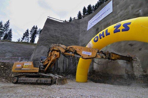 Práce v tuneli zastavili po niekoľkých vyrazených metroch.