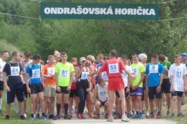 Preteky v Ondrašovej sú veľmi populárne a každý rok sa ich zúčastňujú stovky bežcov.