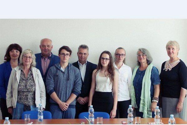 Na vyhodnotení literárnej súťaže sa zúčastnili autori víťazných úvah, pedagógovia, zástupcovia mesta a vodární.