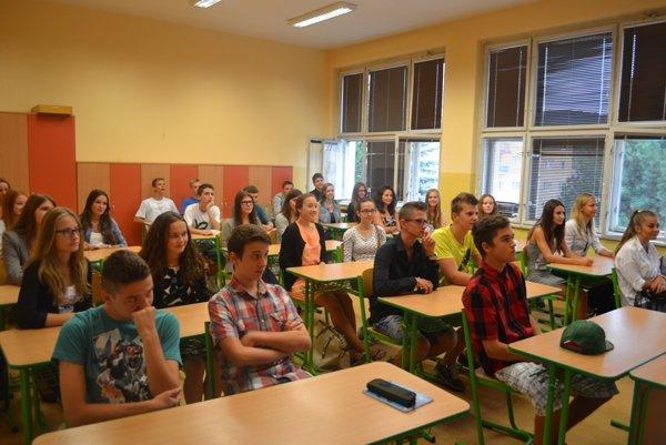 Do školských lavíc župných stredných škôl zasadne 24 167 žiakov.