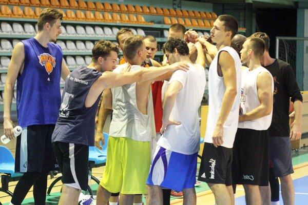 Basketbalisti Nitry majú za sebou prvé dva zápasové testy. Najbližšie sa predstavia na turnaji v Zlíne.