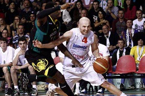 Tréner prievidzských basketbalistov je hrdý na svojich zverencov.