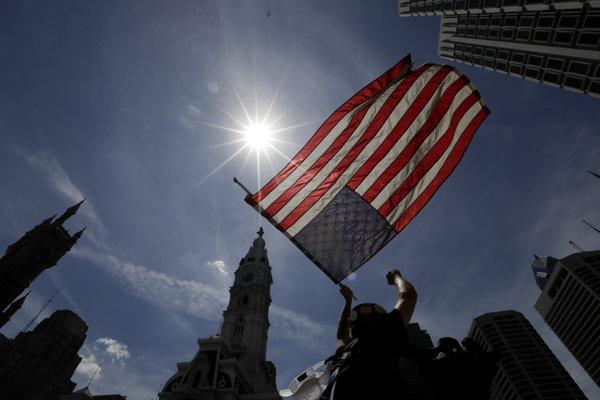 Američania dovolenkujú podľa prieskumu o týždeň menej ako v roku 2000.