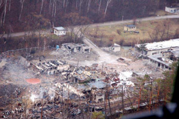 Výbuch zanechal vo vojenskom podniku spúšť.