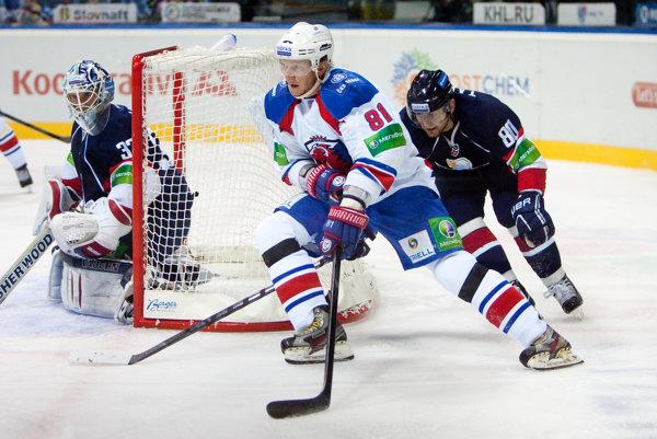 Hossa si vyskúšal aj KHL, od novej sezóny oblečie trenčiansky dres.