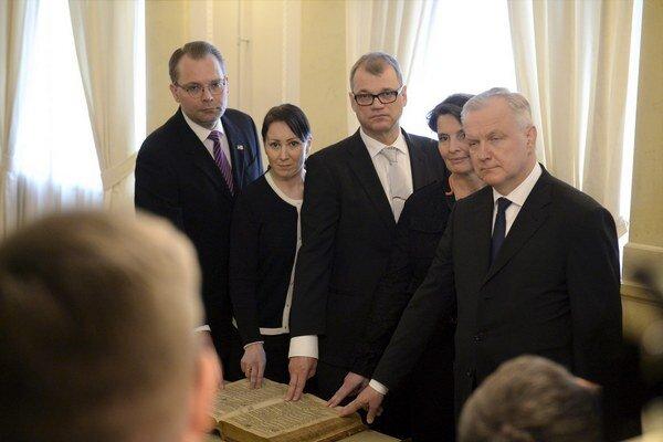 Populistická euroskeptická strana Fíni sa v piatok po prvý raz stala vládnucou koaličnou stranou.