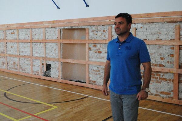 Jozef Šalata. Škola si obnovu telocvične zaslúži.
