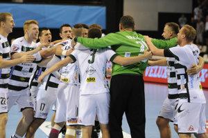 Hádzanári Prešova oslavujú postup do skupinovej fázy Ligy majstrov.