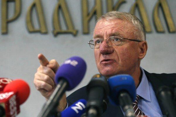 Šešelj chce odštartovať právny boj proti nariadeniu, aby sa vrátil späť do väzby v Haagu.