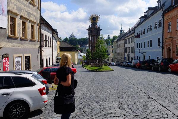 Parkuje sa aj na Námestí sv. Trojice. Časť miestnych by tam ale chcela pešiu zónu.