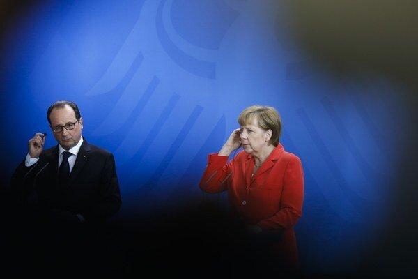 Francois Hollande a Angela Merkelová podpísali vlastnú dohodu, ktorá ide proti Cameronovi.