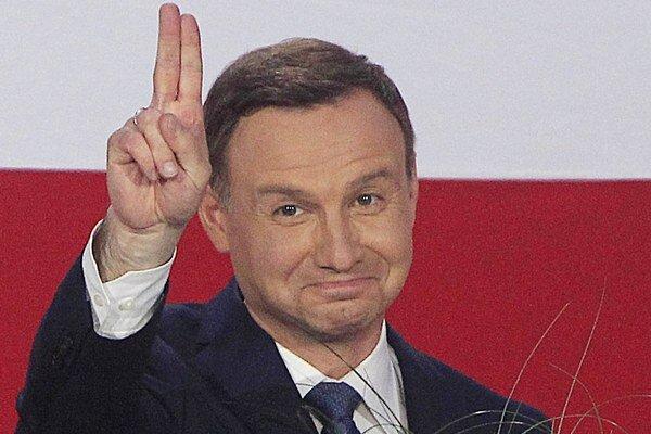Novozvolený poľský prezident Andrzej Duda sa vzdal členstva v opozičnej strane Právo a spravodlivosť.