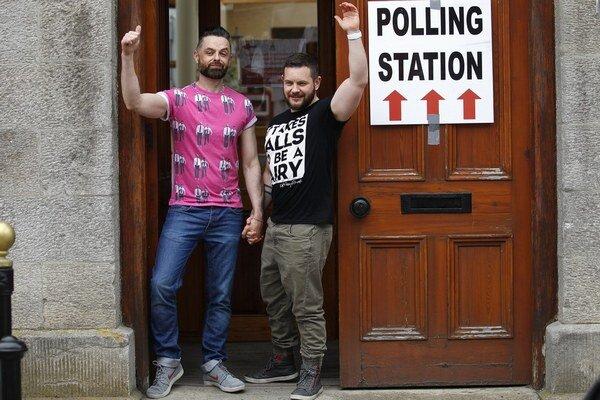 Prieskumy naznačovali víťazstvo podporovateľov homosexuálnych manželstiev.