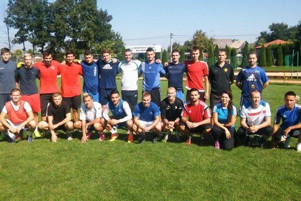 Členovia výberu ZsFZ na snímke počas tréningu vMojmírovciach pri Nitre.
