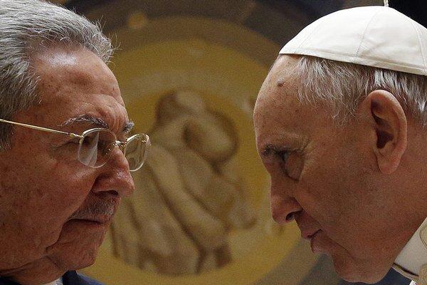 Pápež sa s Castrom rozprával takmer hodinu.
