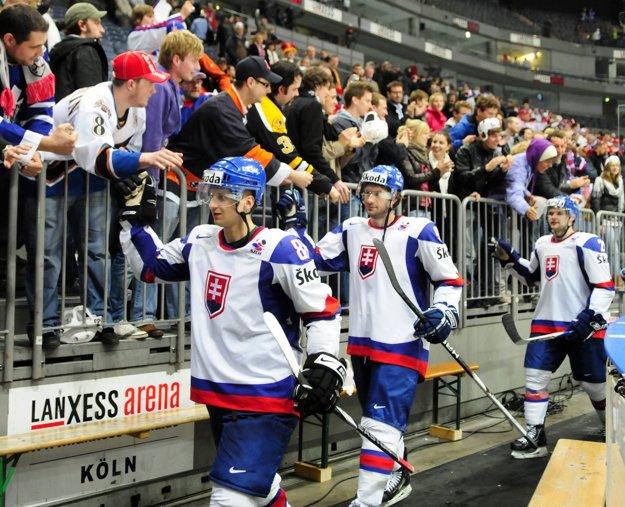 Stanislav Gron (uprostred) reprezentoval Slovensko a hrával aj v NHL.