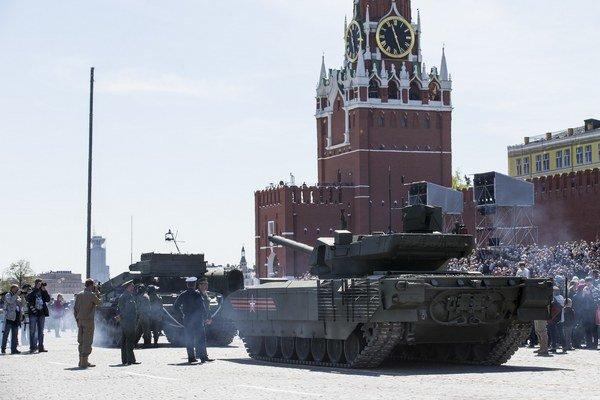 Nové ruské tanky T-14 Armata.