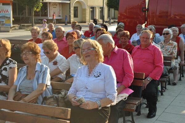 Festivalu sa zúčastnilo asi 500 seniorov z desiatich krajín.