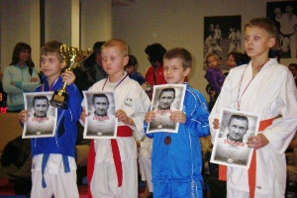 Pretekári Karate klubu FKŠ v silnej konkurencii získali dve bronzové medaily.