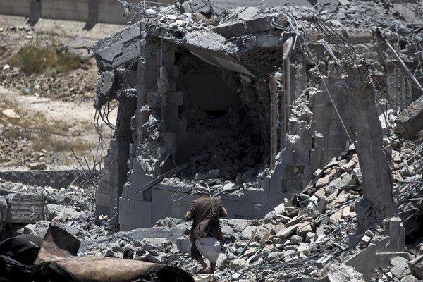 """Podľa Červeného kríža dostal ozbrojený konflikt v Jemene túto najchudobnejšiu krajinu Arabského polostrova na pokraj humanitárnej """"katastrofy""""."""