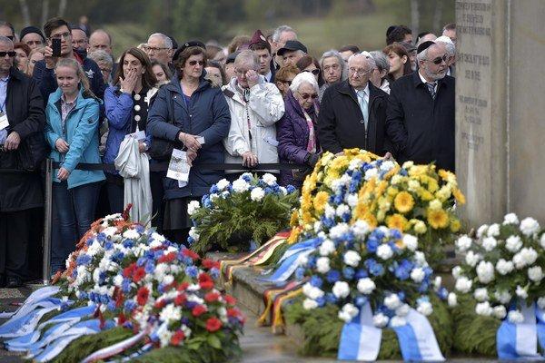 Pietnej slávnosti v Bergen-Belsene pri príležitosti 70. výročia oslobodenia koncentračného tábora sa zúčastnili stovky ľudí.