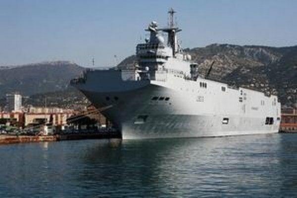 Bojová loď typu Mistral.