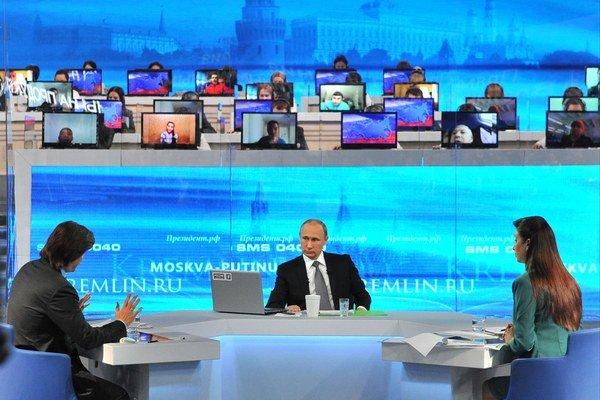 Putin v programe odpovedá na otázky obyvateľov Ruska.