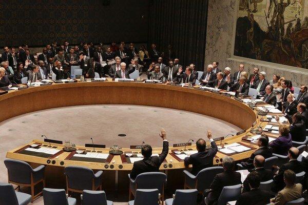 Bezpečnostná rada OSN schválila rezolúciu, ktorá by uvalila zbrojné embargo na vedúcich predstaviteľov šiitských povstalcov.