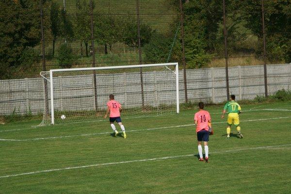 Dobrá Niva streiľa vyrovnávajúci gól na 1:1.