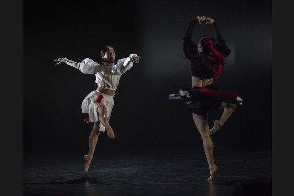 Ako najúspešnejšie a zárobkovo najsilnejšie v medzinárodnom divadelnom kontexte vychádzajú na našom divadelnom trhu Slovenské tance.