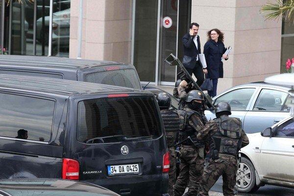 Budova istanbulského súdu, v ktorej extrémisti zadržiavajú prokurátora Kiraza.
