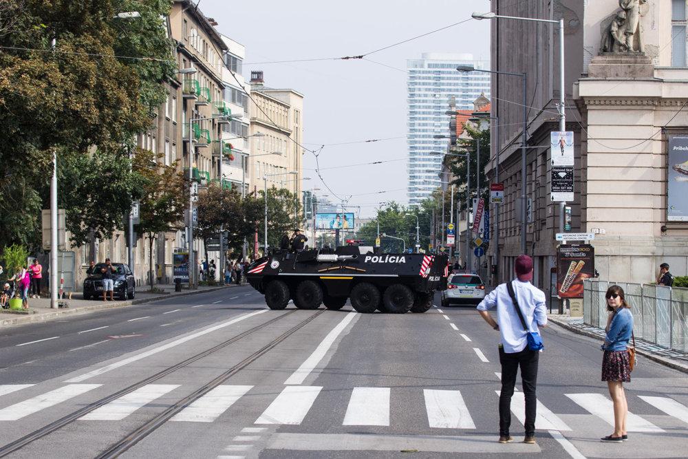 Vajanského nábrežie smerom na Šafárikovo námestie.