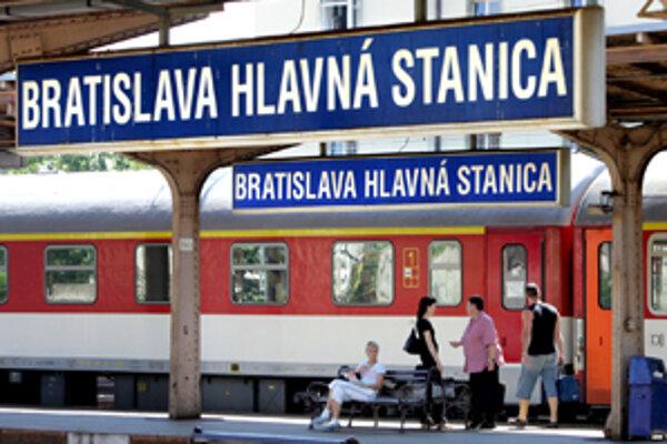 Počas sviatkov odíde z bratislavskej hlavnej stanice niekoľko posilových vlakov aj do Prievidze.
