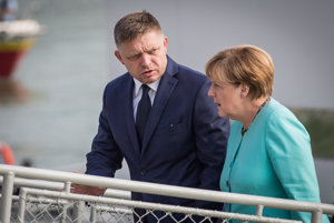 Premiér Fico v rozhovore s Angelou Merkelovou.