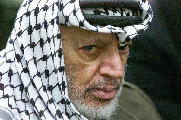Arafat zomrel v roku 2004 vo vojenskej nemocnici neďaleko Paríža vo veku 75 rokov.