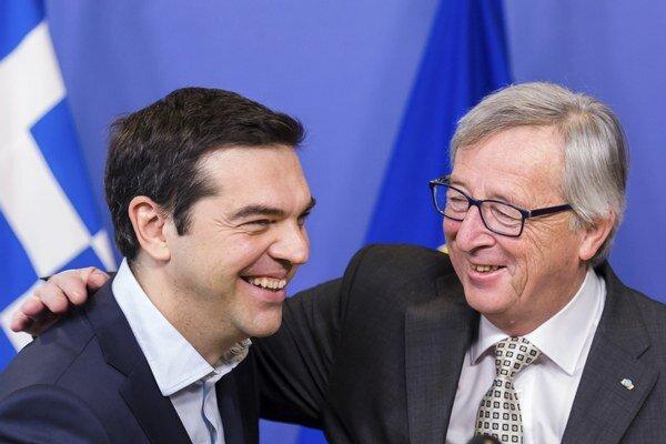 Na snímke vpravo predseda Európskej komisie Jean-Claude Juncker a vľavo grécky premiér Alexis Tsipras počas stretnutia v Bruseli.