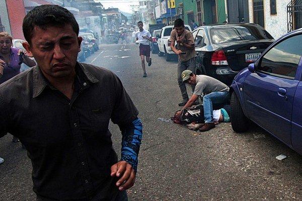 Protivládne protesty vo Venezuele prebiehajú už rok. Polícia pri nich zabila desiatky ľudí.