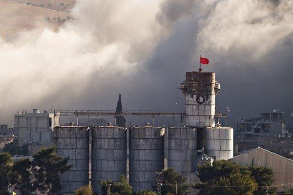 EÚ uvaľuje sankcie proti sýrskemu režimu a jeho spojencom už od vypuknutia občianskej vojny.