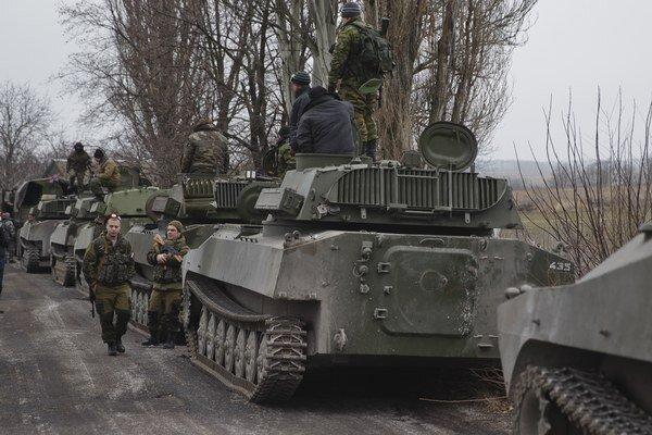Separatisti stiahli ťažké zbrane. Pozorovatelia OBSE by radi vedeli kam.