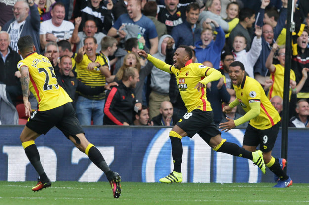 Zuniga (uprostred) pri konci zápasu rozhodol o triumfe Watfordu.