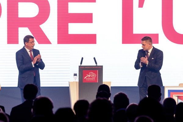 Vpravo Robert Fico a vľavo Pavol Paška.