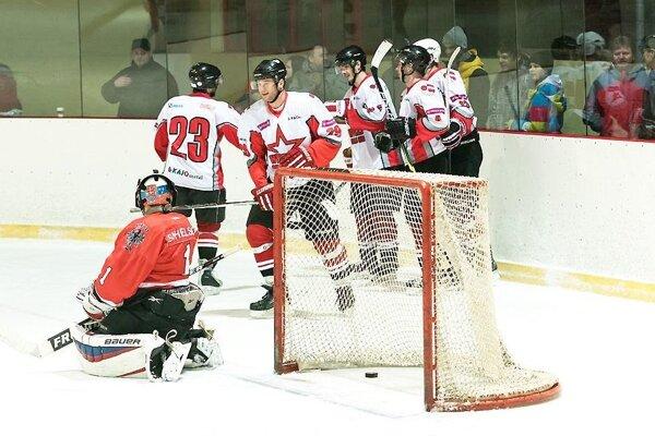 Oravskí hokejisti nemali v Bratislave veľa dôvodov na radosť.