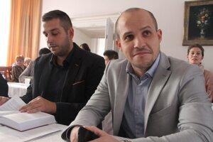 Pavel Dvonč (vľavo) odchádza z klubu. Jeho kolega Michal Cimmermann sa Dvonča a jeho práce v klube zastal.