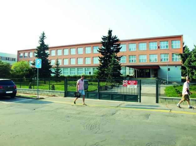 Aj ZŠ J. A. Komenského je napojená na centrálnu kotolňu.