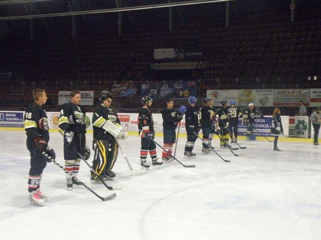 Dušanovi spoluhráči, ktorí si v stredu zahrali hokej na počesť tragicky zosnulého kamaráta