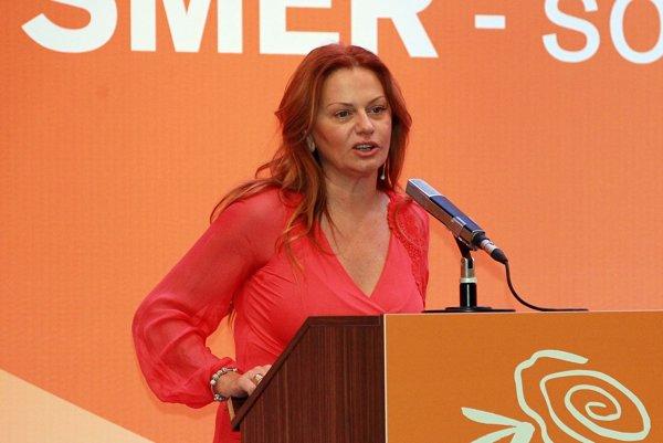 Monika Flašíková-Beňová patrí v Smere k najväčším kritikom pomerov v strane.