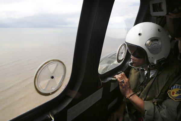 Po lietadle AirAsia týždne pátrali záchranári.