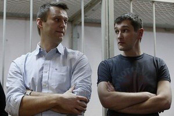 Alexej Navaľnyj (vľavo) a jeho brat Oleg.